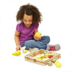frutas-madera-corte-niños-educacion