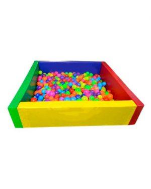 piscina.cuadrada-de-pelotas