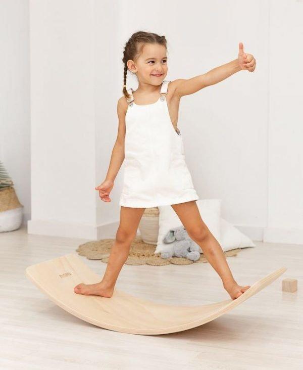 tabla curva de madera movimiento libre